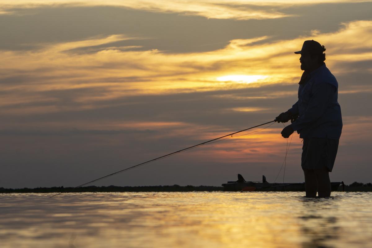 texas gulf of mexico kayak fly fishing redfish sunset